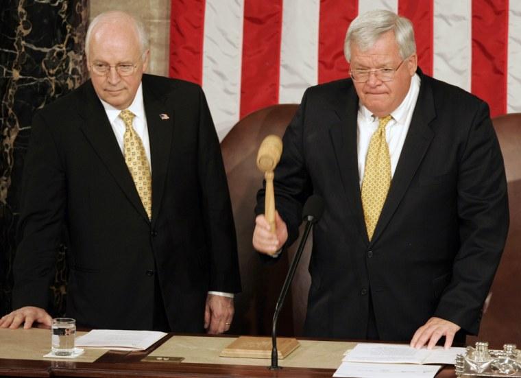 Hastert becomes longest-serving GOP speaker