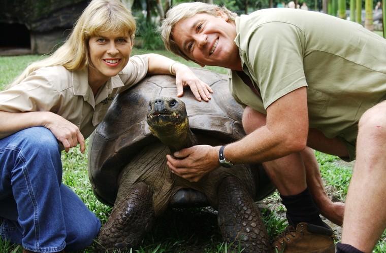 Steve Irwin Terri Irwin Giant Galapagos Land Tortoise