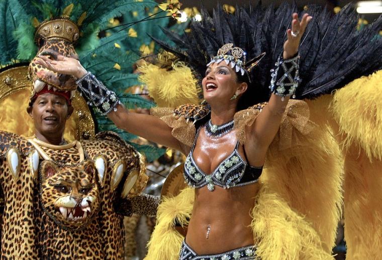 The top brazilian model, Luiza Brunet, dances in t