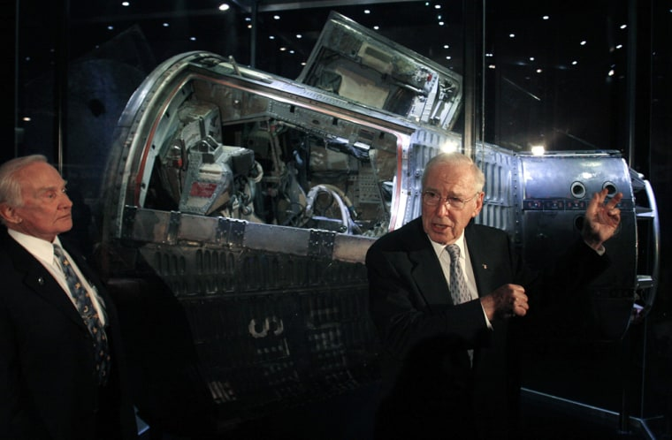 Astronauts Aldrin and Lovell speak to the media in Chicago