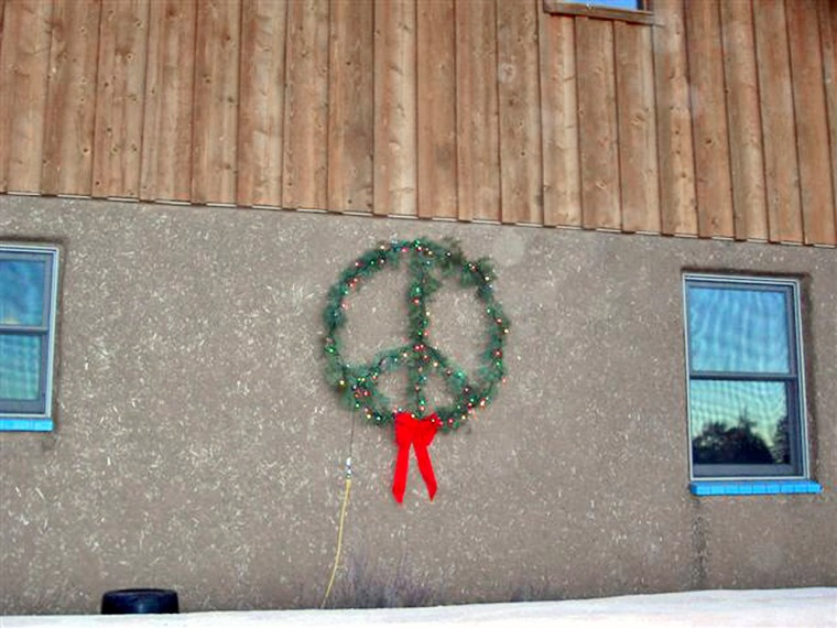 This is the wreath at the center of the dispute.