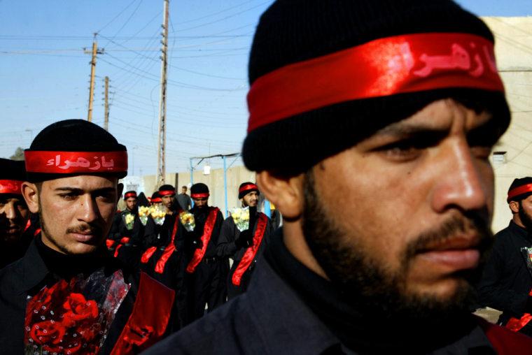 Shiite Iraqi al-Mahdi army militiamen, a