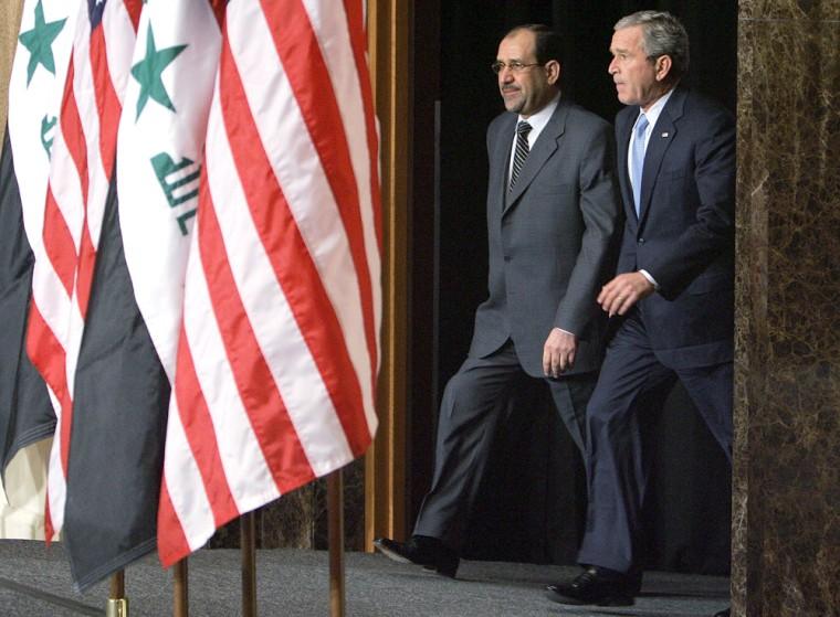 US President George W. Bush (R) and Iraq