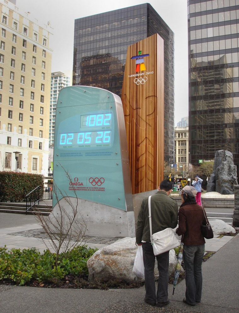 The official countdown clock outside the Vancouver Art Gallery works tallies the seconds, minutes, hours and days until the 2010 Winter Games.