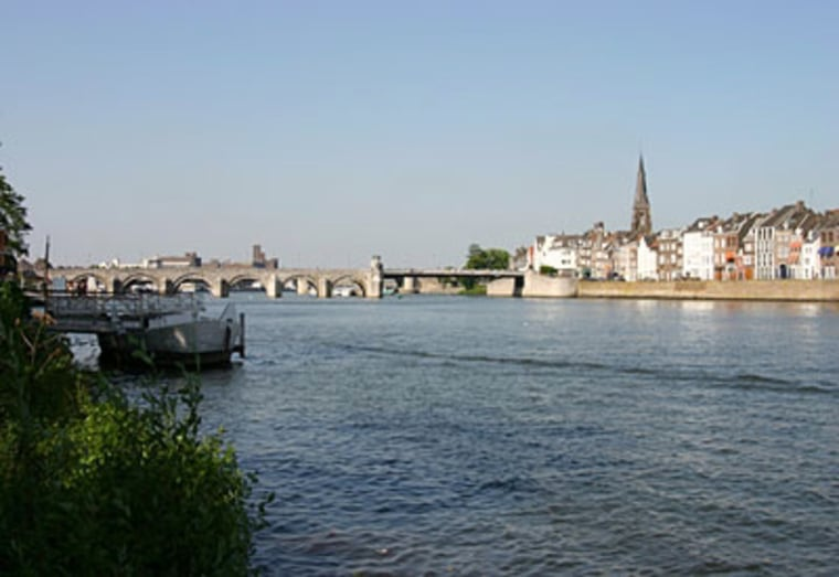 Maastricht is divided by the Maas River. On one side of the river lies an old-fashioned Dutch town, perfect for taking historic walks or grabbing a pint in the local bars. On the other side is the trendy Wyck-Céramique are.