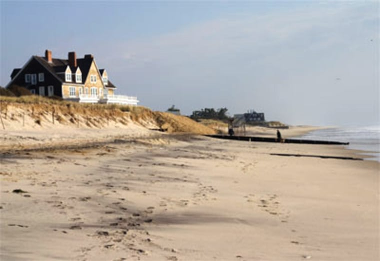 A favorite of billionaires, millionaires and the just plain famous, the Hamptons is where privileged and glamorous Manhattanites (and those willing to travel farther) go to spend weekends and summers.