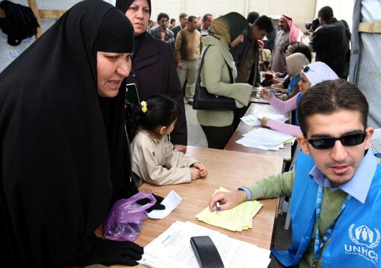 UN staff register an iraqi woman at the