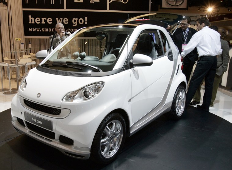 """Journalists view the new Smart \""""fortwo\"""""""