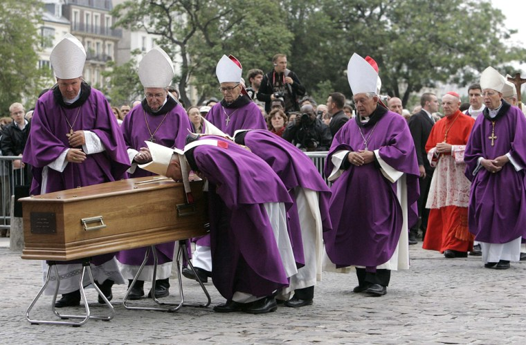 Bishops pause to kiss the coffin of Cardinal Jean-Marie Lustiger, archbishop of Paris, outside Notre Dame Cathedral in Paris