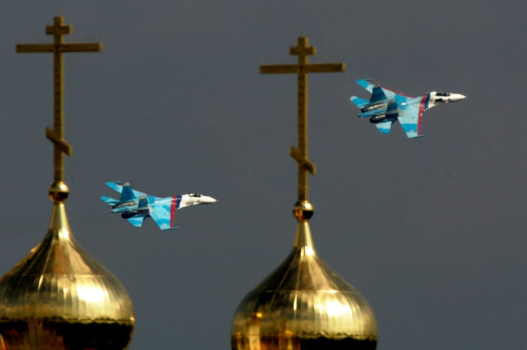 With the gilded domes of a Russian Orthodox church in the foreground Su-27 jets perform at the MAKS 2007 Air Show at Zhukovsky airfield outside Moscow, Sunday.