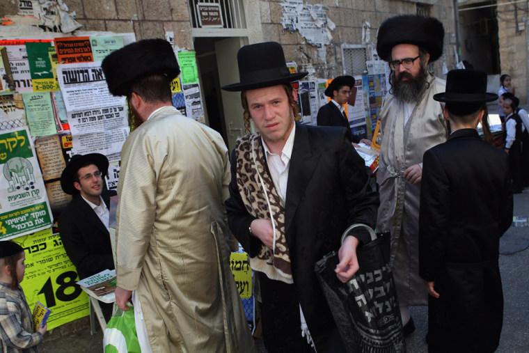 Religious Jews Atone Before Yom Kippur Begins
