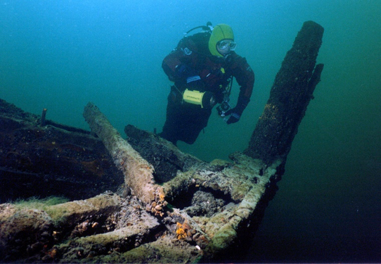 A scuba diver explores near the ship wreck Islander in Alexandria Bay, N.Y. Upstate New York offers some of the finest freshwater scuba diving in the nation, a cloistered natural attribute state officials and scuba enthusiasts are trying to promote through the creation of two 'diving trails.'