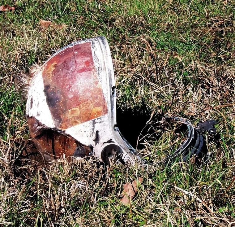 Image: A helmet lies in a field