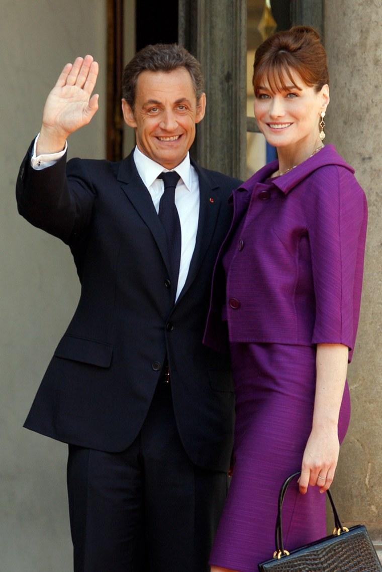 costume violette Carla Bruni-Sarkozy