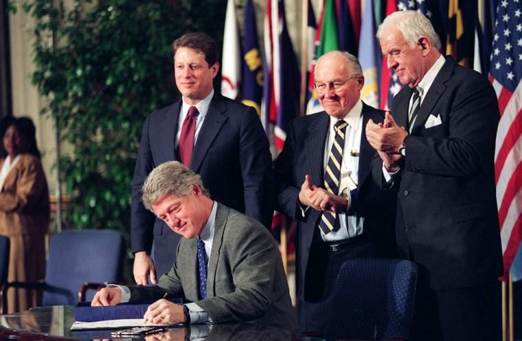 U.S.  President Bill Clinton signs the North Ameri
