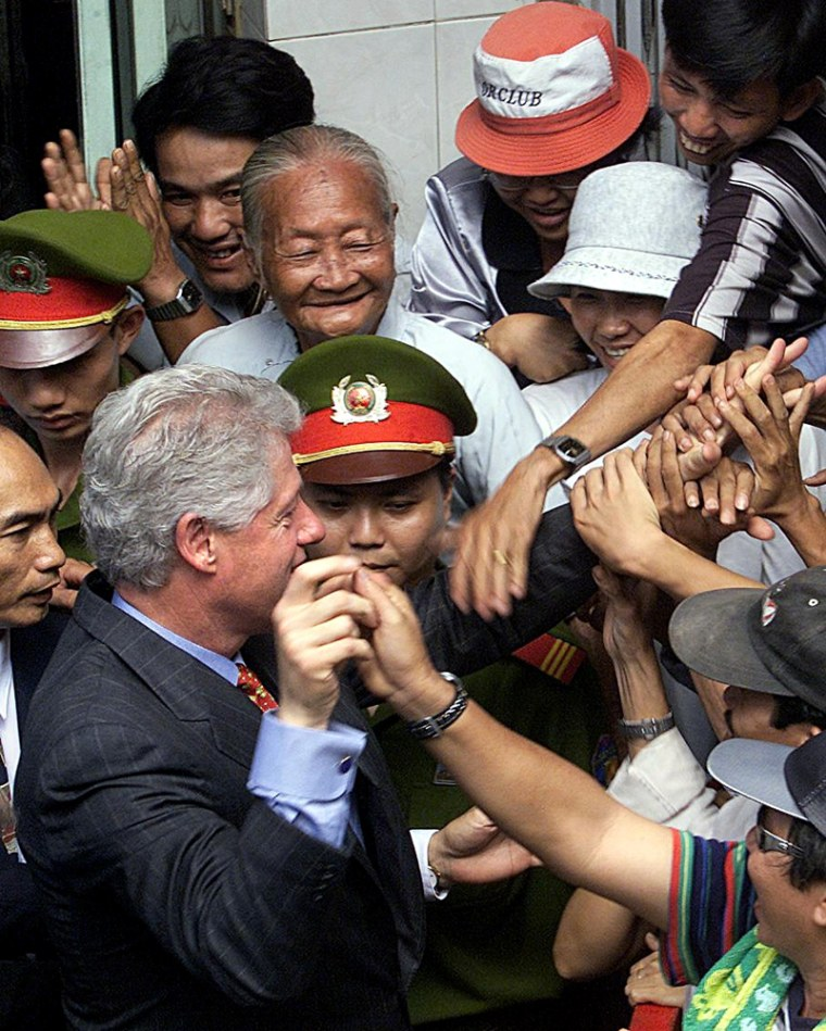 Visiting US President Bill Clinton is mobbed by a