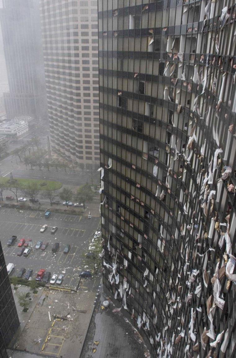 LA: NEW ORLEANS HYATT HOTEL DAMAGED BY HURRICANE KATRINA