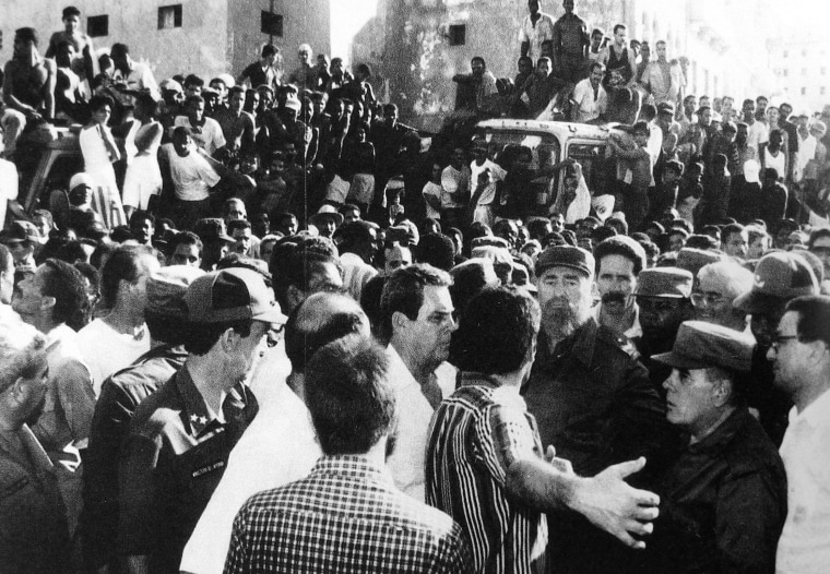 1994 Fidel during the August 5 riots that sparked the Rafters C