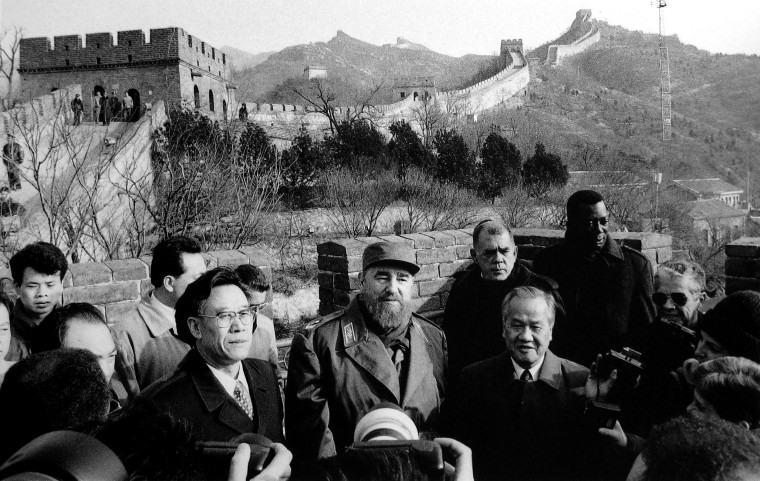 1995 Dec. 1, Fidel visiting the Great Wall in China,