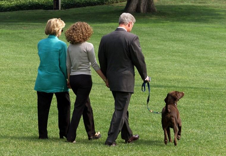 US President Bill Clinton (R), First Lady Hillary