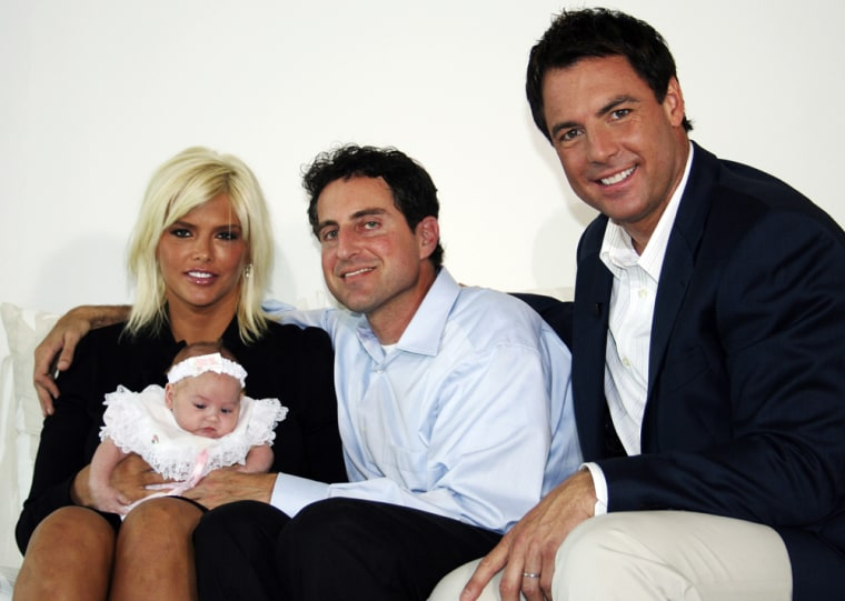"""This photo, supplied by """"Entertainment Tonight,"""" shows Anna Nicole Smith, holding her daughter, Dannielyn Hope, Howard K. Stern and """"Entertainment Tonight"""" co-host Mark Steines, right,at couple's home in Bahama on Saturday Oct.28, 2006. """"Entertainment Tonight, """" the syndicated celebrity news television show, will begin airing what the show calls an """"exclusive interview"""" with the couple, Thursday, Nov. 2, 2006 and in subsequent shows.(AP Photo/""""Entertainment Tonight"""")"""