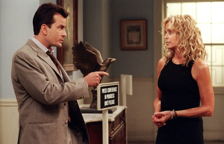 SPIN CITY, Charlie Sheen, Farrah Fawcett, 'The Arrival', September 25, 2001, Season 6. 1996-2002. (c) Paramount Television/ Courtesy: Everett Collection.