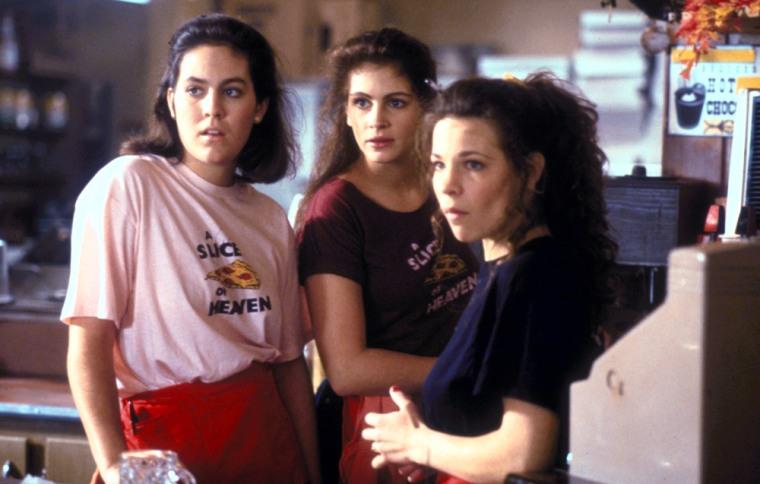 MYSTIC PIZZA, Annabeth Gish, Julia Roberts, Lili Taylor, 1988. (c) Samuel Goldwyn/ Courtesy: Everett Collection.
