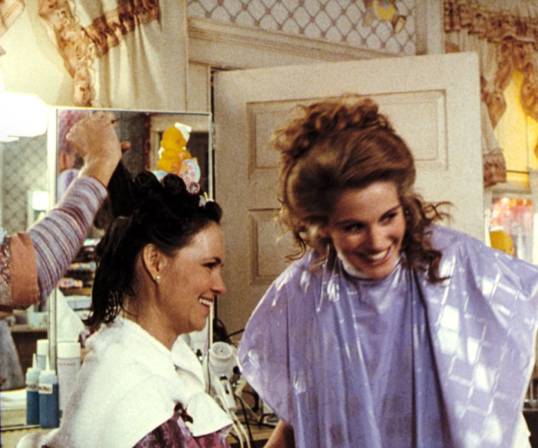 STEEL MAGNOLIAS, Sally Field, Julia Roberts, 1989. (c) TriStar Pictures/ Courtesy: Everett Collection.