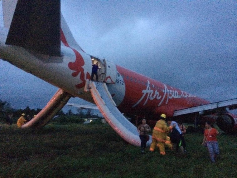 Image: An AirAsia Philippines flight from Manila overshot the runway at the Kalibo airport