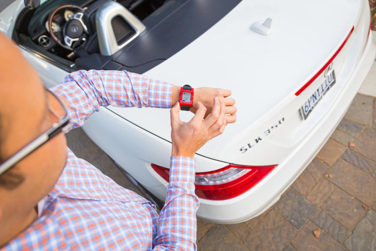 Pebble will now let Mercedes-Benz owners find their cars and check their fuel levels from their smart watches.