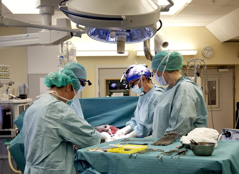 Image: Swedish research team practices before the operations to transplant wombs