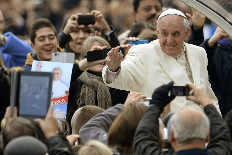 Image:Pope Francis greets the crowd as he arrives for his general audience at St Peter's square on January 22