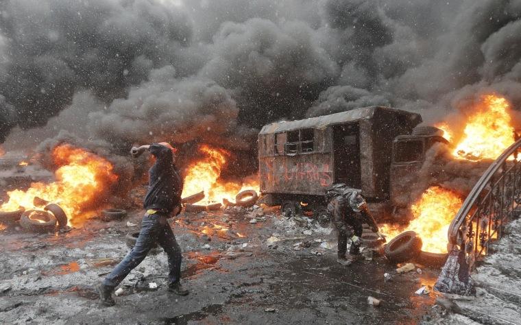 Image: Protesters throw rocks at police in central Kiev