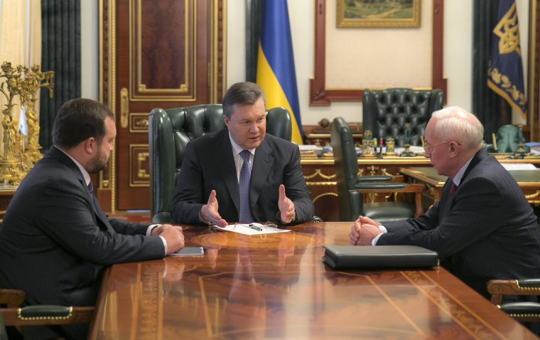 Image: Ukraine's president Viktor Yanukovych, center, meets with prime minister Nikolai Azarov, right, and first deputy prime minister Sergei Arbuzov, left on Jan. 21.