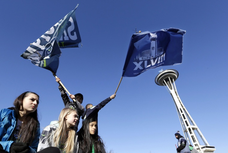 Image: Seattle Seahawks fans cheer as they wait for the Super Bowl champions parade to begin