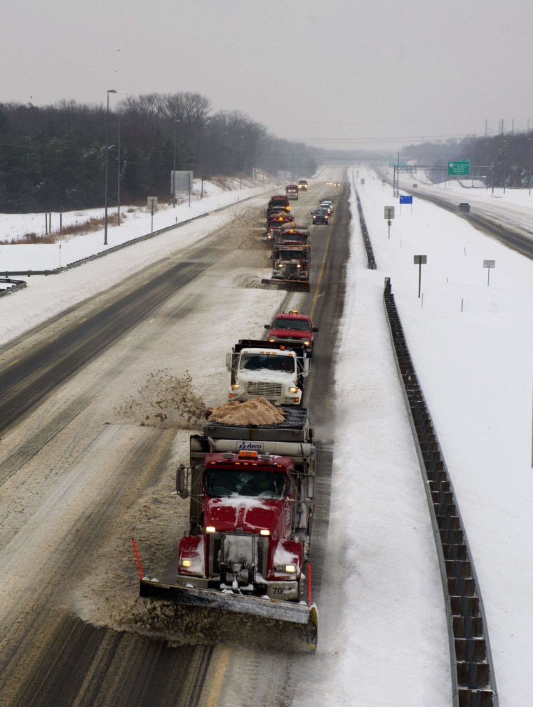 Image: Convoy of snowplows on Interstate 66 in Virginia