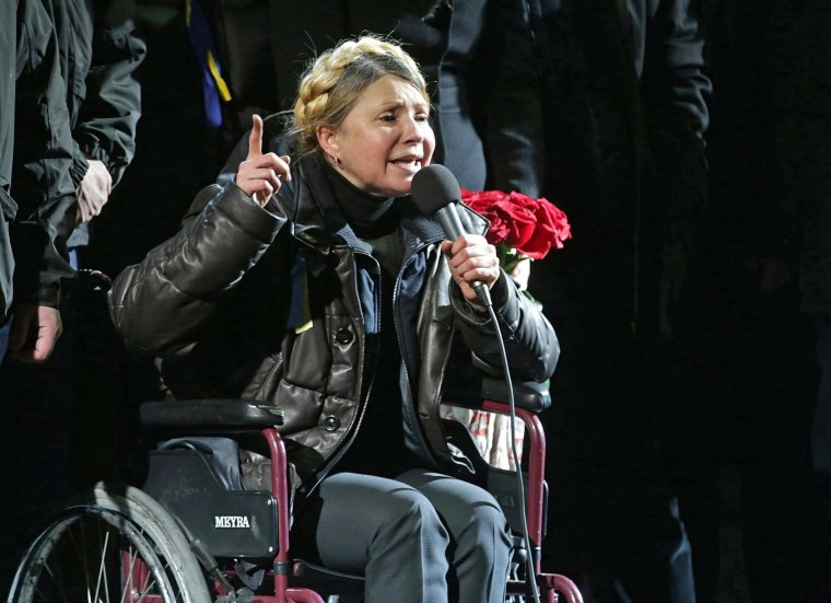 Image: Tymoshenko addresses crowd on Independence Square in Kiev