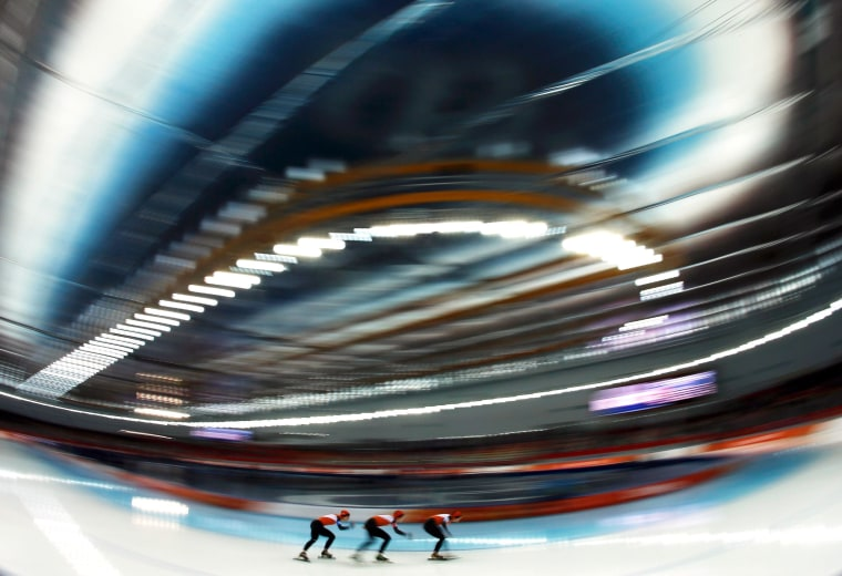 Image: The Netherlands' women skate toward an Olympic record.