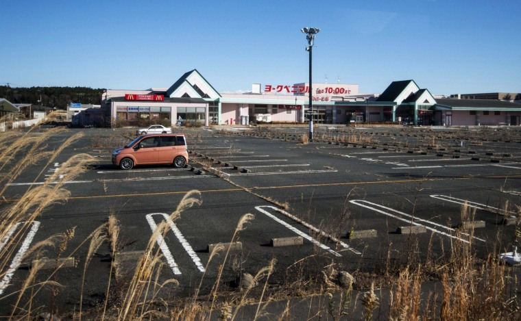 Image: A vacant shopping center inside a 'no-man' zone in the Japanese town of Tomioka town near the Fukushima nuclear power plant