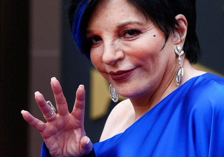 Image: Singer Liza Minelli arrives at the 86th Academy Awards in Hollywood
