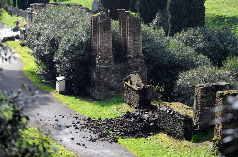 Image: A damaged wall of a tomb at the ancient ruins of Pompeii, near Naples, southern Italy