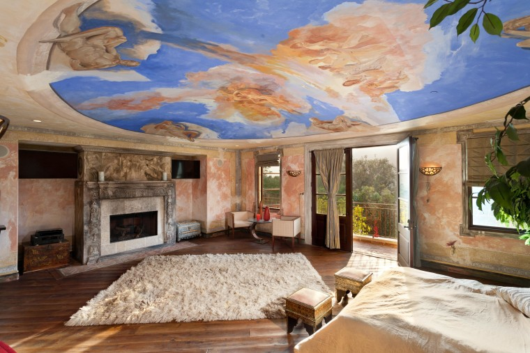The Master Bedroom In This Los Angeles Italian Villa Shares An Artistic Connection To Vatican