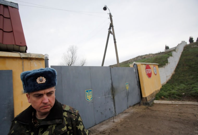 New Confrontations Raise Tensions in Crimea as Russians Move In