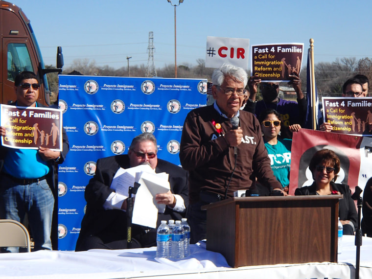 Image: Eliseo Medina, Fast For Families leader, speaks at a rally