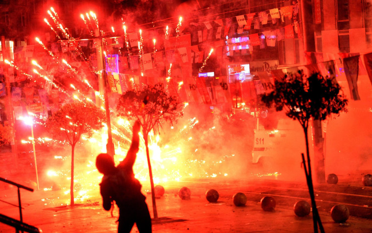 Image: Clashes after boy dies from injury at Turkey protests