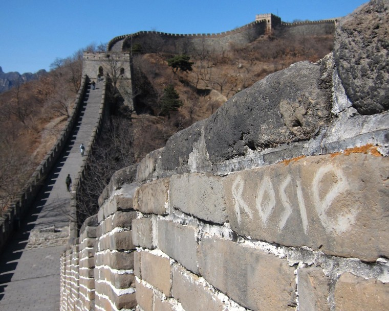Image: China hopes to solve Great Wall graffiti problem with plastic screens