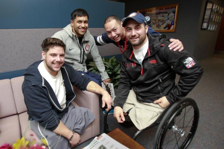 Image: US military veterans on the 2014 U.S. Paralympic sled hockey team