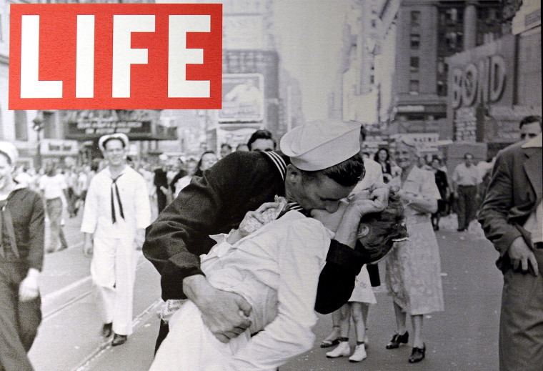 """A display shows the iconic photograph \""""VJ Day a Times Square, New York, NY, 1945\"""" by Alfred Eisenstaedt"""