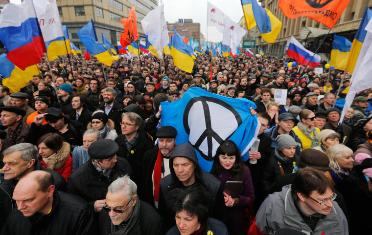 Image: People take part in an anti-war rally in Moscow