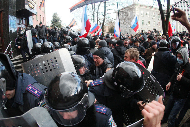 Image: Members of the riot police stand in front of pro-Russian activists